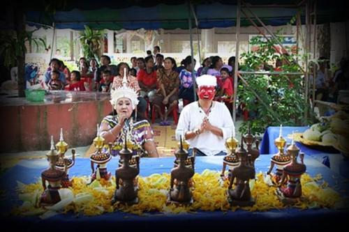 Kroo Mor Nang Kwak and pran Bun manorah